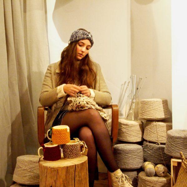 Un atelier tricot débutant avec YLLE, jeune créatrice lyonnaise