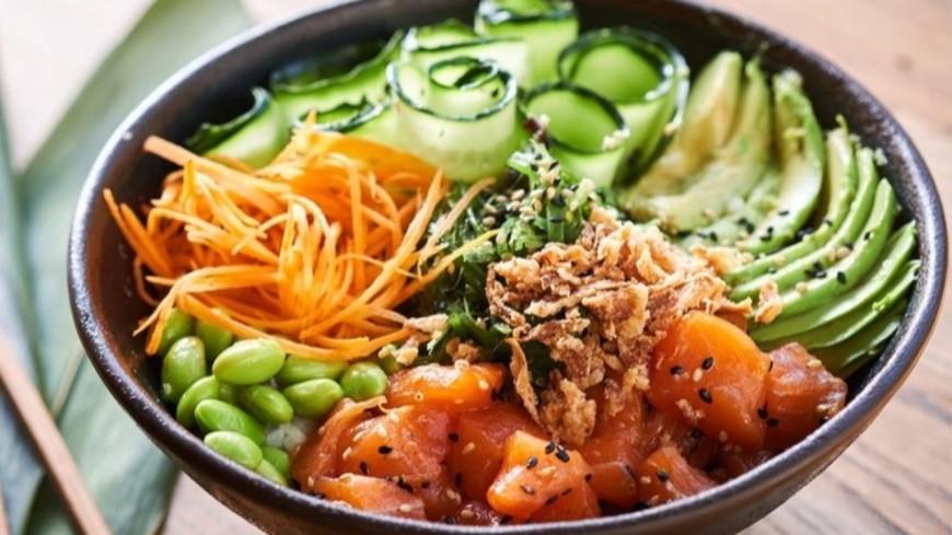 Recette estivale : Le Poke Bowl au saumon mariné !