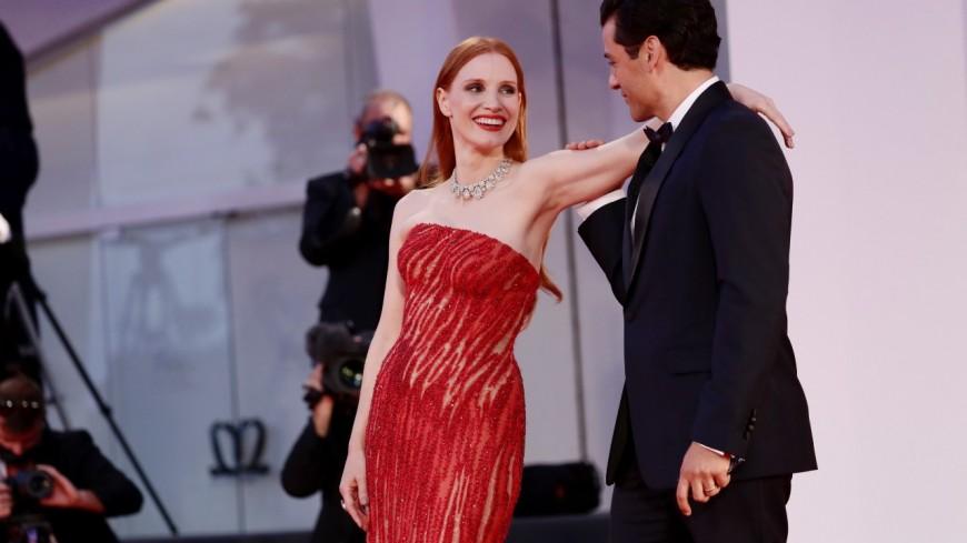 Jessica Chastain et Oscar Isaac : Complicité enflammée sur le tapis rouge de la Mostra de Venise (vidéo)